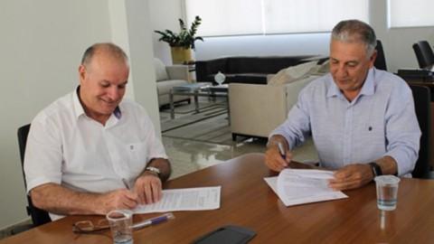 Prefeitura de Caracol (MS) e Sanesul firmam parceria para reposição de pavimento
