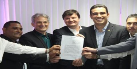 Cesan e Prefeitura de Aracruz (ES) assinam contrato inédito para fornecer água tratada à comunidade de Rio Preto