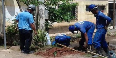 """Embasa descobre """"gatos"""" de água abastecendo três prédios em Cajazeiras, bairro de Salvador (BA)"""