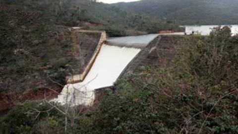 Barragem de Pindobaçu transborda e racionamento é suspenso em Jacobina, Caém e Saúde, municípios baianos