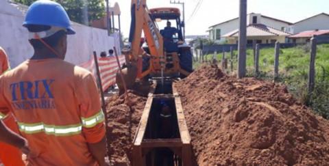 Obras de esgotamento sanitário nos Ingleses e Santinho, bairros de Florianópolis (SC), seguem para novas ruas