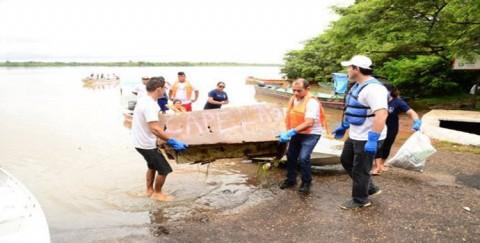 Caerr nos rios: voluntários recolhem aproximadamente 500 quilos de lixo durante a última edição do ano