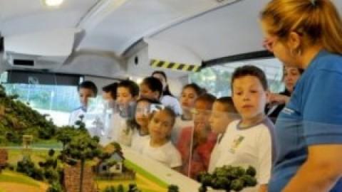 Ônibus de educação ambiental da Sanepar percorre 14 escolas de Foz do Iguaçu (PR)