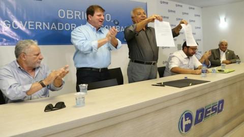 Governo de Sergipe assina documento que cancela estudos para a privatização da Deso