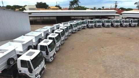 Governo de MS promove maratona de entrega de caminhões da Sanesul em 15 municípios