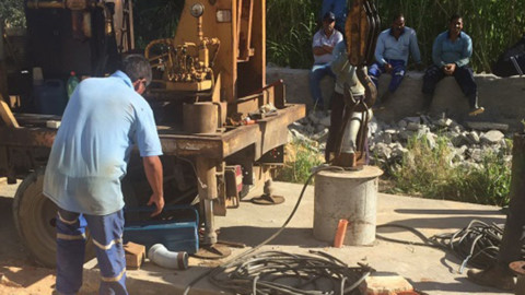 Obra de substituição de rede melhora fornecimento de água do bairro de Feitosa, em Maceió (AL)