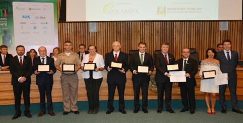 Presidente da Corsan é homenageado em congresso de meio ambiente do MP