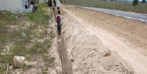 Casal beneficia 171 famílias com implantação de rede de água em Monteirópolis (AL)