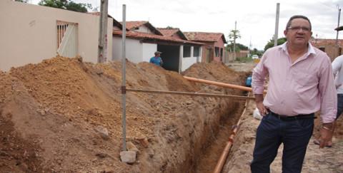 Presidente da Agespisa visita obra de esgotamento sanitário em Piripiri (PI)