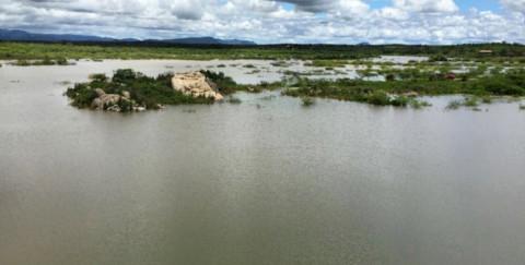 Cidade de Jataúba (PE) volta a receber água após seis anos em colapso