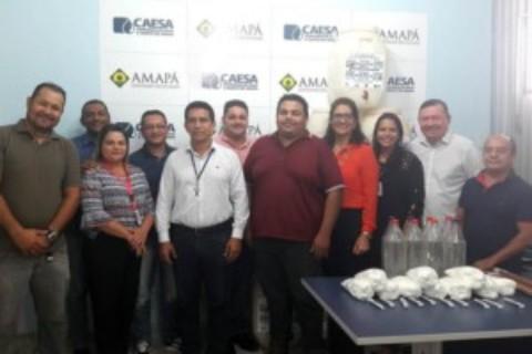 Caesa entrega kits de tratamento de água para escola de comunidade ribeirinha