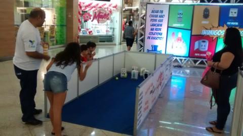 """Ação """"Esgoto Não é Lixo"""" atrai visitantes de shopping em Maceió"""