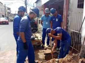 """Embasa flagra """"gato"""" de água em restaurante e sete residências em Macaúbas, bairro de  Salvador (BA)"""