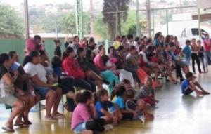 Empregados doam cobertores e agasalhos a famílias carentes de Londrina (PR)
