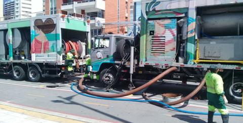 Cagece retira mais 430 toneladas de resíduos da rede coletora de Fortaleza (CE)