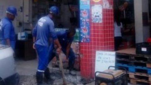 """Mercado em São Marcos, em Salvador (BA), é flagrado com """"gato"""" de água"""