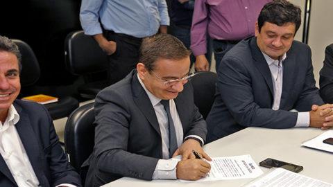 Convênio de cooperação é assinado para a elaboração do primeiro plano regional de saneamento básico da Bahia