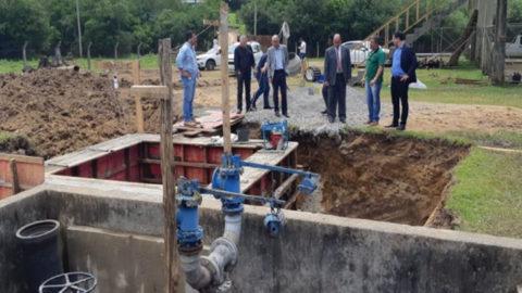 Presidente da Corsan e prefeito de Gramado (RS) acompanham preparativos de obra