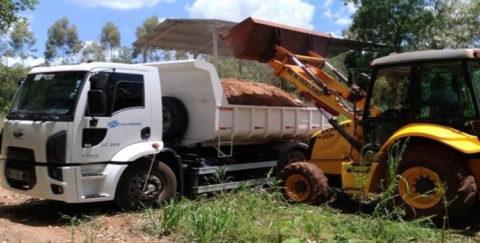 Produtor rural recebe lodo do esgoto em Lunardelli (PR)
