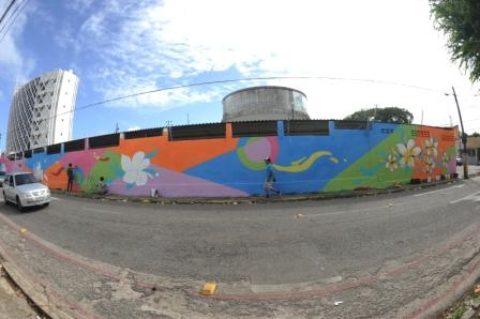 Muro de unidade da Cagece em Fortaleza ganha novo colorido com intervenção artística