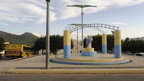 Cagece inaugura novo sistema de água em Ibaretama (CE)