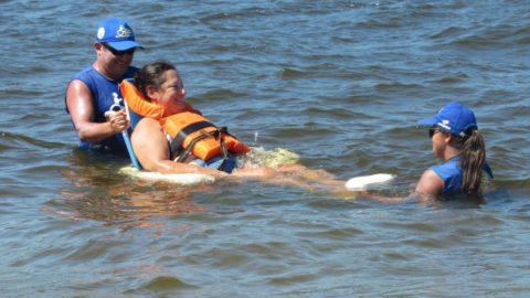 Desenvolvido em parceria com a Sanepar, Projeto Praia Acessível já fez 275 atendimentos neste verão no Paraná