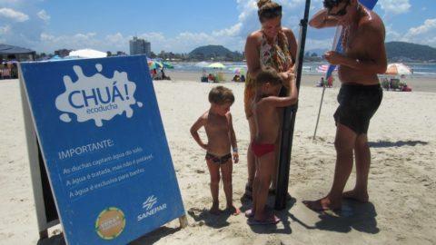 Sanepar instala ducha ecológica na praia de Guaratuba (PR)