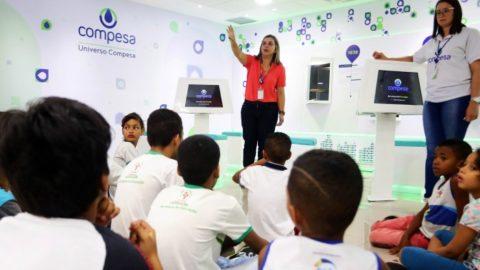 Estudantes participam de programação em comemoração ao Dia Mundial da Água no Universo Compesa