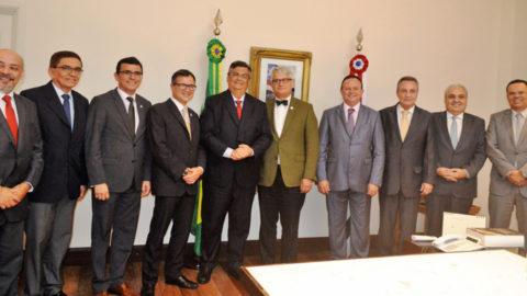 Governador do Maranhão busca parcerias com Agência Francesa para investimentos em saneamento básico no Estado