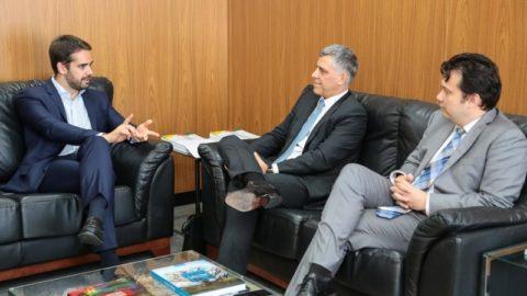 Governador do RS anuncia Roberto Barbuti como novo diretor-presidente da Corsan