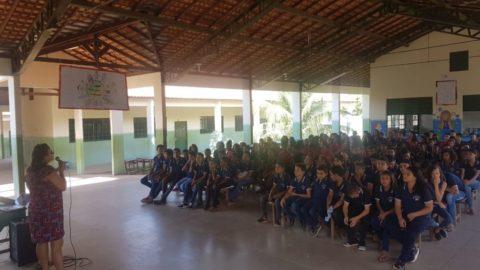 """Cosanpa discute """"Bullying e suas conseqüências"""" em escolas municipais de Marabá (PA)"""