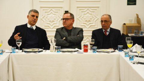 Presidente da Corsan defende qualidade e transparência de serviços públicos em encontro de jornais, no RS