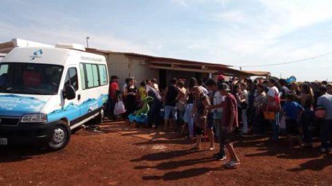 Unidade de atendimento móvel da Sanesul atende famílias em Dourados (MS)